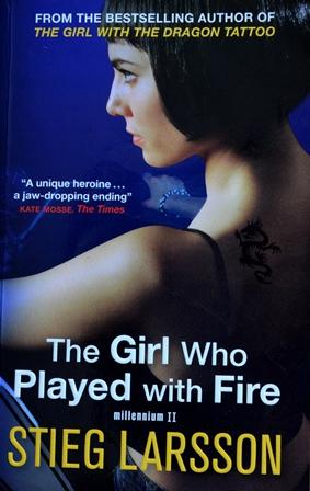 Книга на английском. Классика, Ларсон Стиг. Девушка, которая играла с огнем