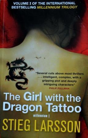 Книга на английском. Детектив, Ларсон Стиг. Девушка с татуировкой дракона