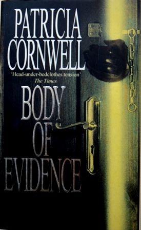 Книга на английском. Детектив, Корнуэлл Патрисия. В объятиях смерти